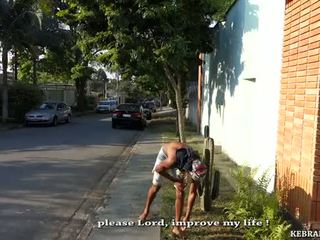 Ein dog's tag für die limp betrogener ehemann