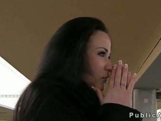 Мадама gives а духане след пушене в публичен