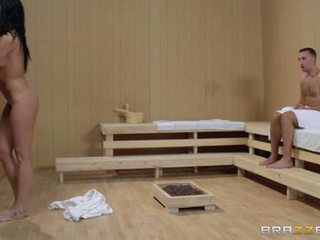 Bianca Breeze Was At The Sauna When She Spotted Keiran