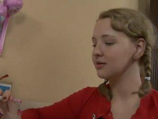 أقرن في سن المراهقة مارس الجنس بواسطة لها معلم