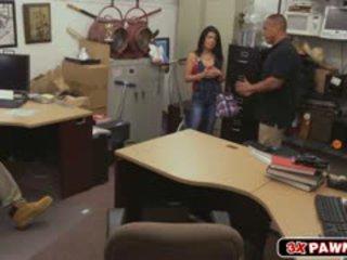 Cubanez puicuta goes salbatic în pawn magazin și fucks pentru bani