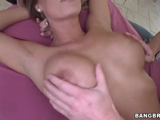 Masaža guy bangs nag beauty nicole aniston
