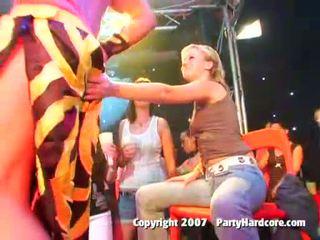 שתוי מועדון נוער בנות ב פרועה נקבה בלבוש וגברים עירומים ביחד קבוצה סקס פעולה