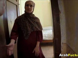 Zlý arab dievča desperate pre hotovosť sucks a fucks