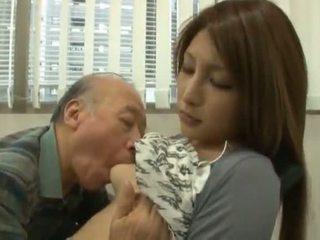 Chinees youngster has haar diminutive labia got laid door an rijpere jongen