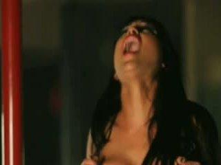 Seksuālā sievietes orgasms par the sybian 7
