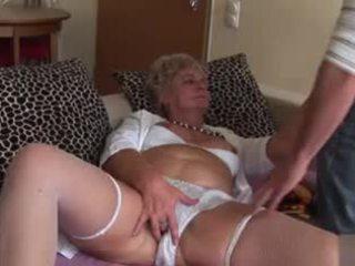 Amatoriale anale nonnina - molto sporco!