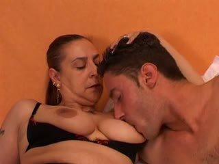 Babičky gives a pohlaví lesson na ji mladý lover: volný porno 66