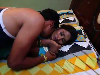 Индийски домакиня романтика с newly женени bachelor - midnight masala филми -