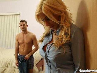 Velký titted blondýnka puma swede finds pohodlí v companion boyfriends meat hůl