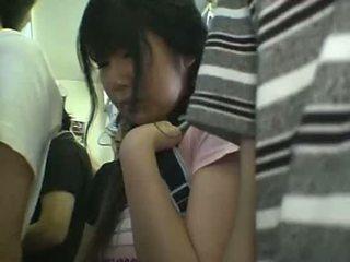 ミニスカート 女子生徒 模索 で 列車