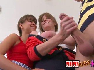 Ado et belle mère partager une bon dur bite