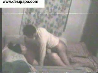 Intialainen pair secretly filmed sisäpuolella niiden makuuhuone