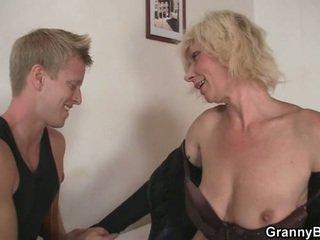 blondes, gjyshe, moms dhe djemtë
