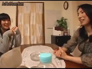Joven esposa y joven madre in-law escena 1(censored)