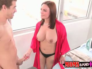 Abby šķērsot fucks stepdaughters boyfriend