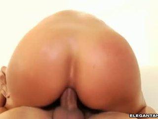 Karstās gazoo nikki sexxx sits viņai awesomely constricted gazoo par a meaty erect boner