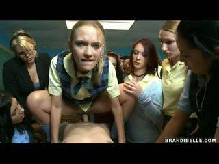 Brandi belle y niñas entice unbending wang follando y chupando él apagado