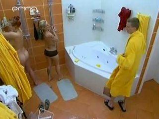 Guy gets titi washed at inahit tunay na buhay ipakita
