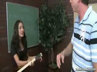 Opiskelija opettaja amia miley rangaistaan