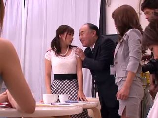 Akiho yoshizawa, mika kayama e yuma asami bizarro atividade