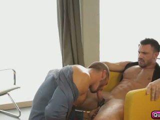 Aistringas analinis seksas į the rytas