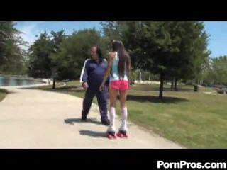 Старий men having секс з молодий дівчинки і старий жінка having секс з молодий хлопець