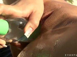 Eurobabe blue engel stuff een grootste fles in haar klein gap