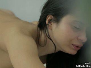 Karstās pusaudze skaistule anāls jāšanās ar sejas masāža spermas izšāviens