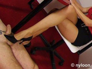 نايلون pantyhosed أمين gives العمل الأحذية و القدم الوظيفة