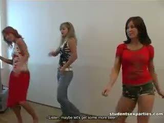 Boozed students dances entice guys สำหรับ เพศสัมพันธ์
