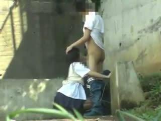 Schulmädchen having sex im die park