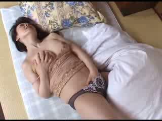 Japońskie mama masturbacja później oglądanie porno wideo