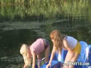Eva ו - loly עירום על ידי the river