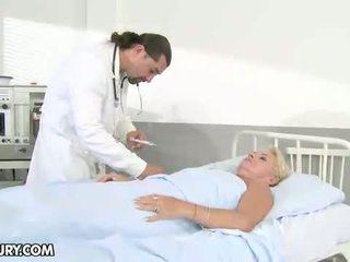 vecenīte, slimnīca, ārsti