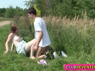 Pieptoasa palid teenager inpulit outdoors
