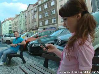 Збуджена російська підліток трахкав жорсткий на додому
