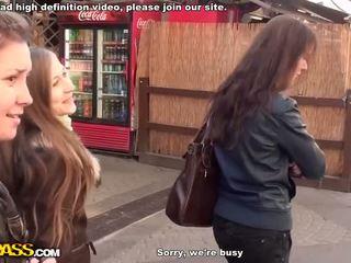 Ficken und blowjob im öffentlich badezimmer video