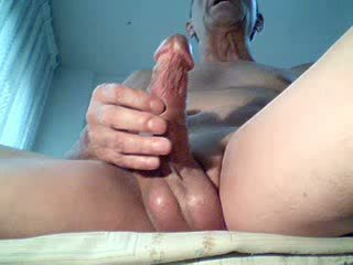 Mistreating a beautiful cock hard, delights!