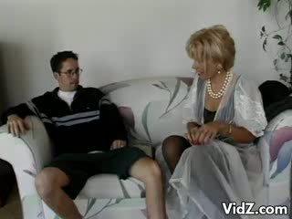 Γιαγιά πόρνη zarina gets κώλος πατήσαμε με dork