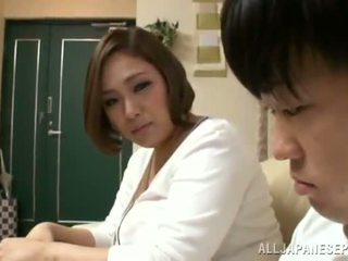 Reiko yumeno pleases noen mann nesten en wonderful titjob