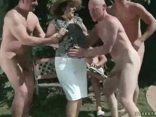 방뇨, 할머니, 주물