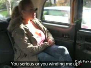 Bbw met reusachtig tieten banged in fake taxi in publiek