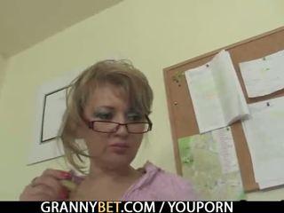 Pejabat wanita enjoys menunggang beliau rod