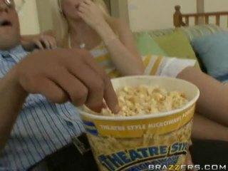 Ramrod em um bucket de popcorn surprises pintos