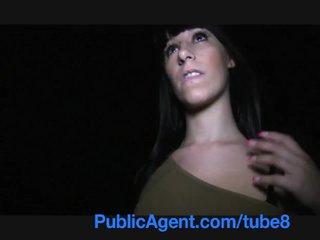 Publicagent spaans tiener met groot tieten en bips neuken outdoors