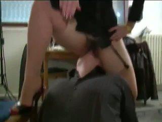 Harig frans rijpere dame en jong slaaf, porno 4b
