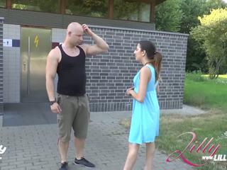 Vokiškas paauglys loves į šūdas doggy ir viešumas rinkinys