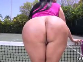 Çişik göt kiara mia gets fucked at a tenis court