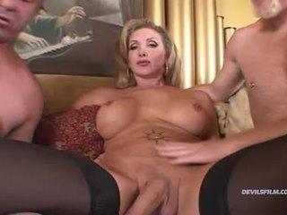 Impressionnant amateur webcam fille lactation dur